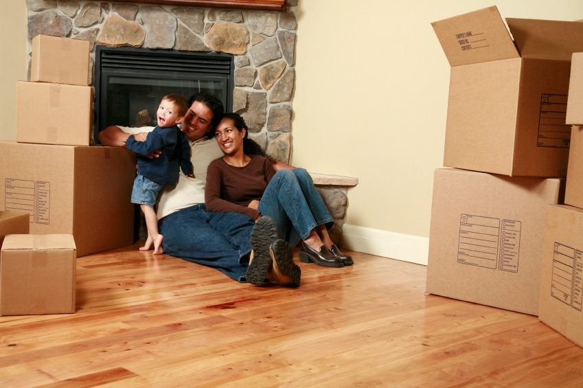 istock-family-selling-home